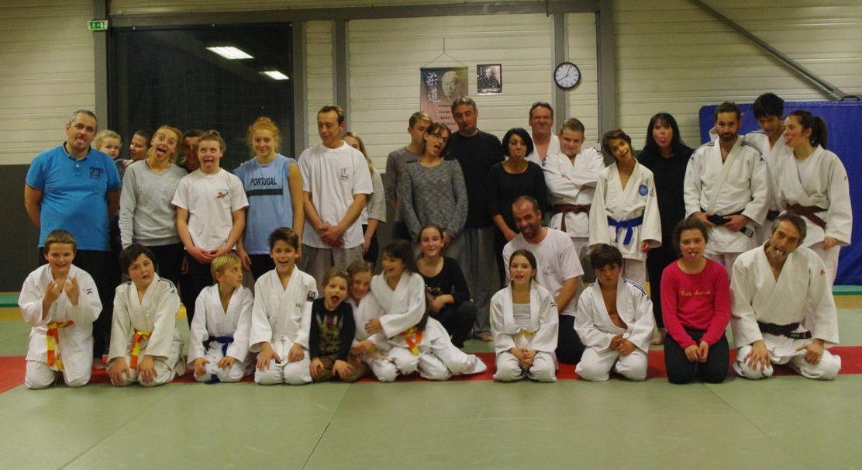 Le cours parents-enfants des pré-judo et mini-poussins